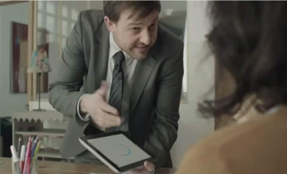 ドヤ顔で「紙は不要、タブレットで十分」という方へ!ペーパーレス信仰をうまく皮肉ったCM動画 1番目の画像