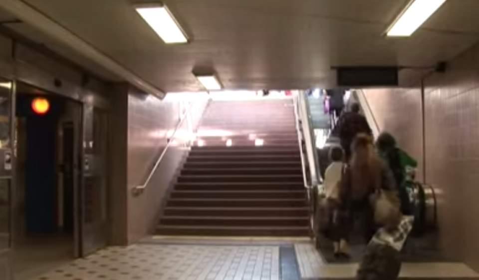 エスカレーターにしか乗らなかった人が、階段を使いたくなる斬新なアイデア「PianoStairs」 1番目の画像