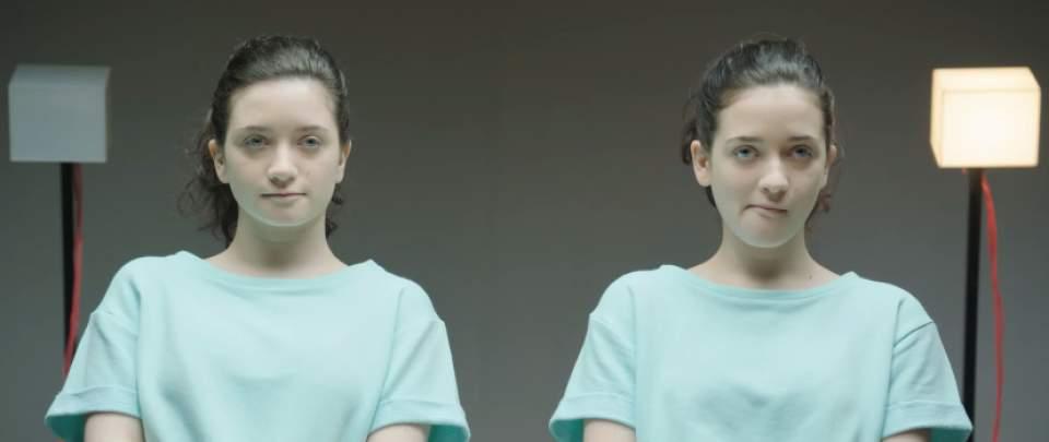 「ガムを噛んでる噛んでないでは、どちらが好印象?」一卵性双生児を使ったガムメーカーの社会実験 4番目の画像