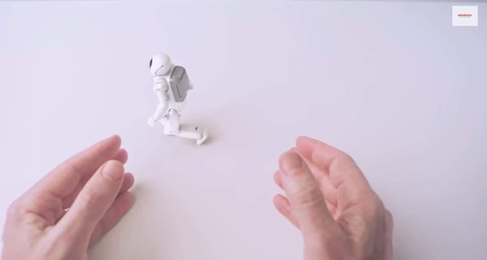 """ナットからロボットまで―ホンダの65年を2分間で振り返る話題のCM「Honda """"Hands""""」 7番目の画像"""