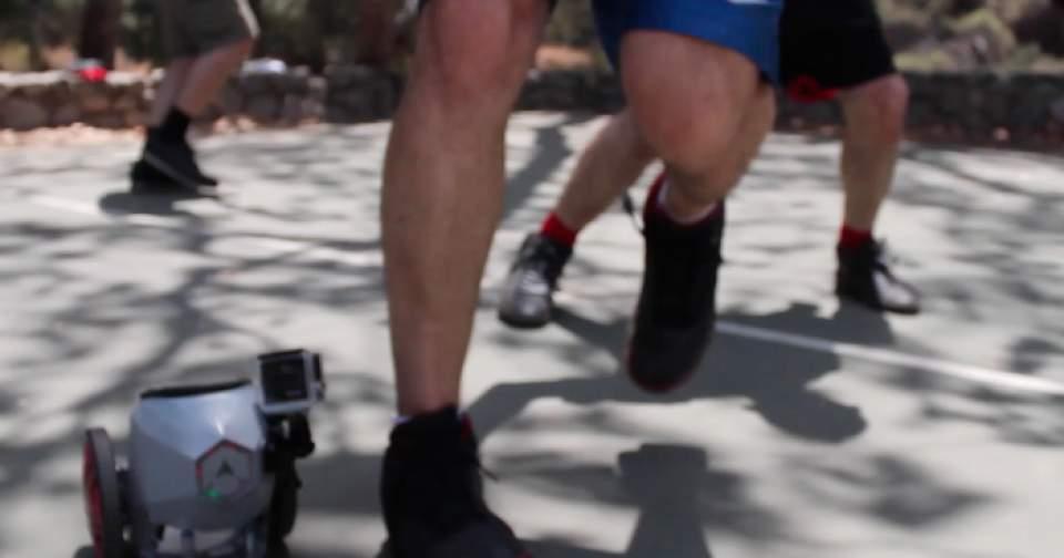 【動画】マンガの世界がすぐそこに!靴に装着し、時速20kmで走行する電動スケーター登場 6番目の画像