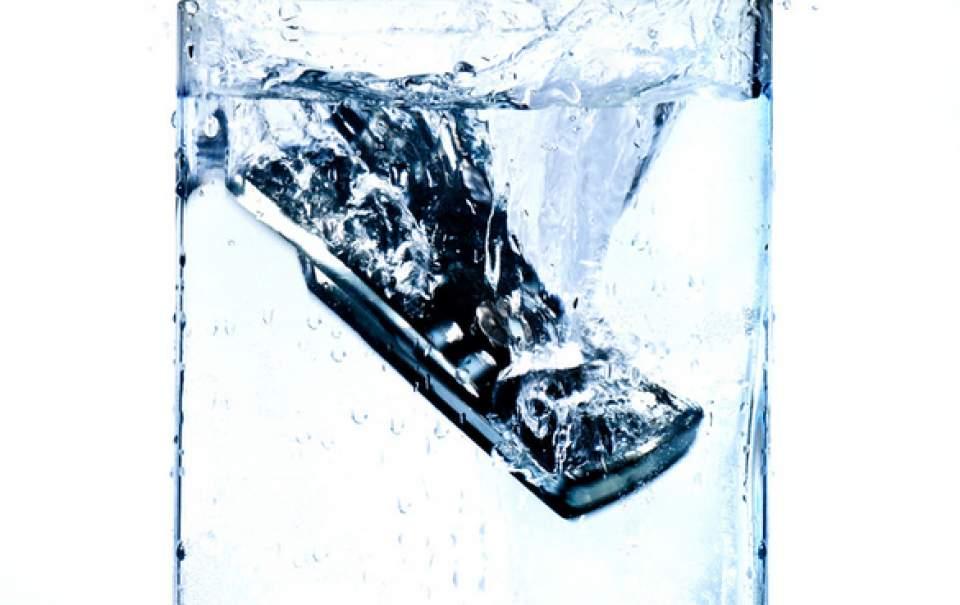 【動画】超撥水性の防水スプレー「LiquidOff」が水を弾きすぎて逆に怖い 8番目の画像