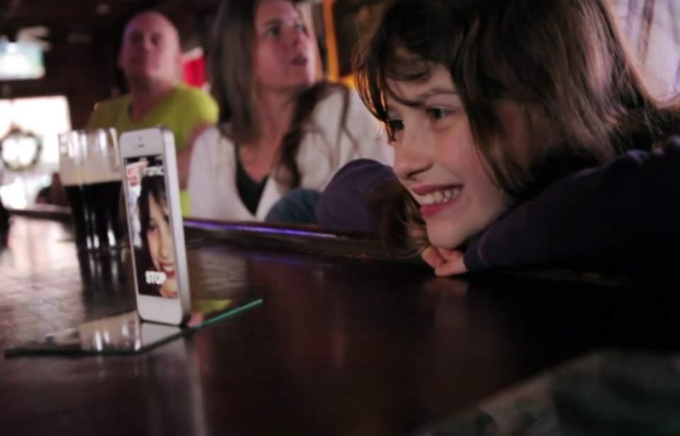 iPhoneが勝手に回る!?ガジェット無しでパノラマ写真が撮れるアプリがちょっとシュールで面白い 1番目の画像
