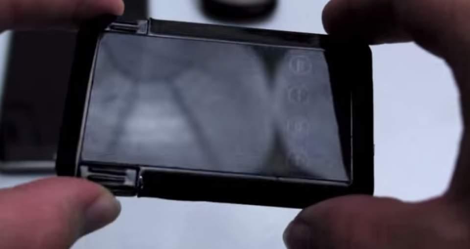 充電からデータのバックアップまで出来る!財布に入るカード型多機能充電器「SMART CARD」 1番目の画像