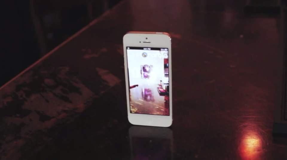 iPhoneが勝手に回る!?ガジェット無しでパノラマ写真が撮れるアプリがちょっとシュールで面白い 2番目の画像