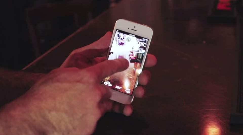 iPhoneが勝手に回る!?ガジェット無しでパノラマ写真が撮れるアプリがちょっとシュールで面白い 6番目の画像
