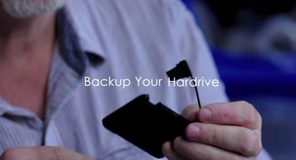 充電からデータのバックアップまで出来る!財布に入るカード型多機能充電器「SMART CARD」 5番目の画像