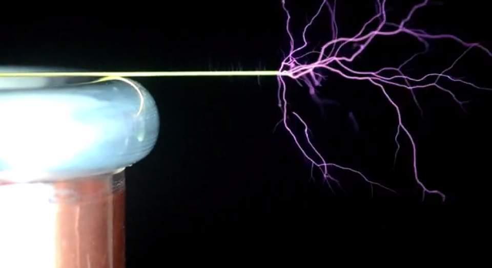稲妻で奏でるメロディ!MITが開発した楽器になる自作型テスラコイル「tinyTesla」 3番目の画像