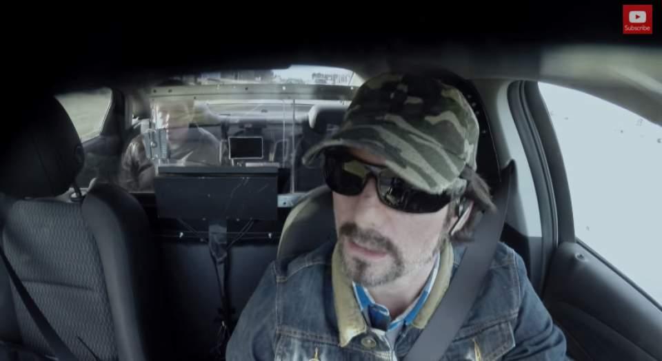 【動画】過激すぎるペプシのドッキリ!失神寸前のターゲットは、暴走タクシーから降りられるのか… 5番目の画像