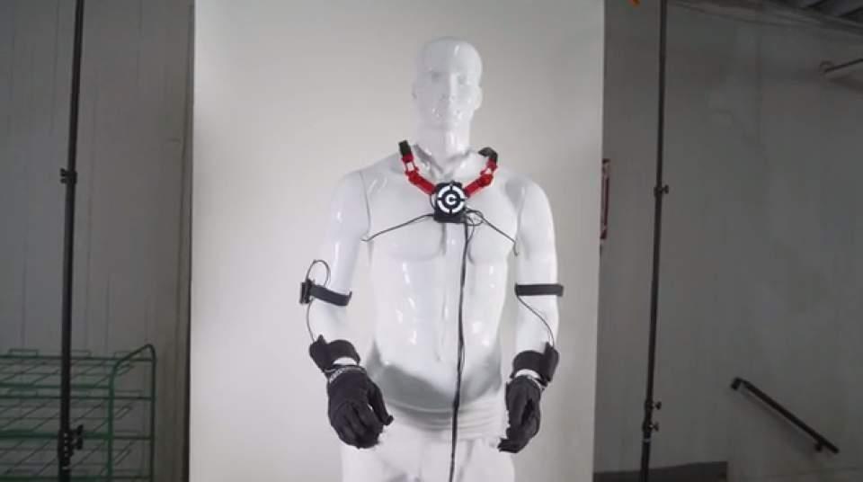 ついに仮想空間に体が入る(手だけ)!指一本まで反映するグローブ型VR機器「Control VR」 5番目の画像