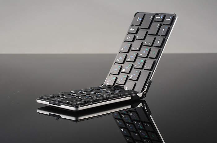 まだそんな大きいキーボードを持ってるの?ポケットに入る折りたたみキーボード「FLYSHARK」 2番目の画像