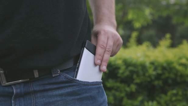 まだそんな大きいキーボードを持ってるの?ポケットに入る折りたたみキーボード「FLYSHARK」 4番目の画像