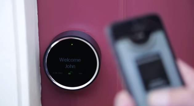 鍵の遠隔操作、一元管理が可能!スマホと連携した近未来ドアロック「Goji Smart Lock」 1番目の画像