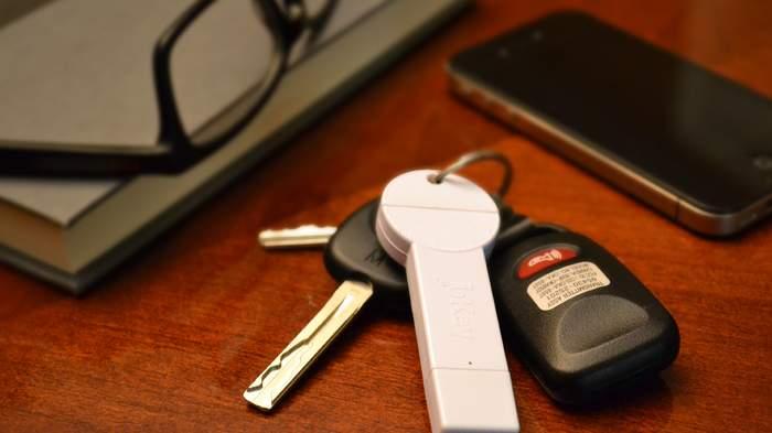 超コンパクトでケーブルいらず!キーホルダーにつけられる鍵型モバイルバッテリー「bKey」 2番目の画像