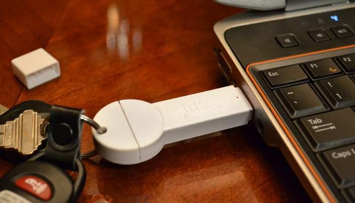 超コンパクトでケーブルいらず!キーホルダーにつけられる鍵型モバイルバッテリー「bKey」 4番目の画像