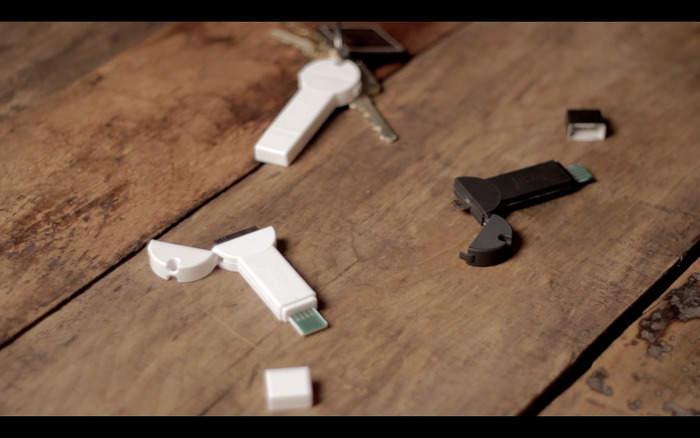 超コンパクトでケーブルいらず!キーホルダーにつけられる鍵型モバイルバッテリー「bKey」 6番目の画像