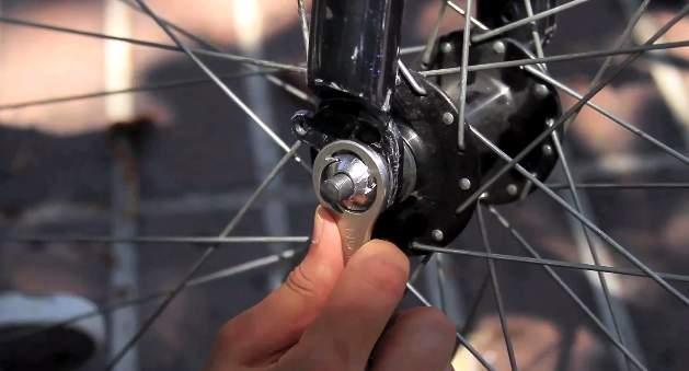 もう重いホイールロックは必要無い!ロードバイクを完璧に守る対泥棒用ガジェット「Nutlock」 3番目の画像