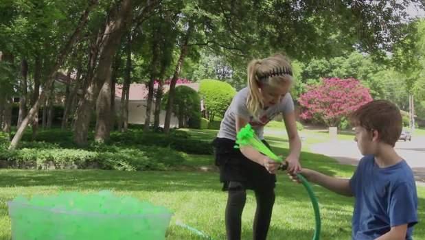 60秒で100個!大人も子供もびしょ濡れになって遊べる水風船製造機が本気で楽しそう 3番目の画像