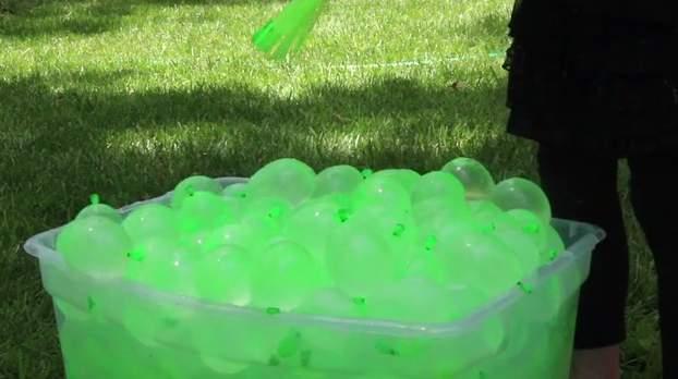 60秒で100個!大人も子供もびしょ濡れになって遊べる水風船製造機が本気で楽しそう 5番目の画像