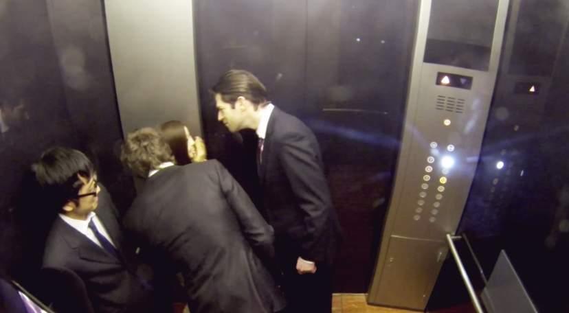 「エレベーターの中がパーティー会場に」髪のいい匂いが引き起こしたドッキリがスゴすぎる 2番目の画像