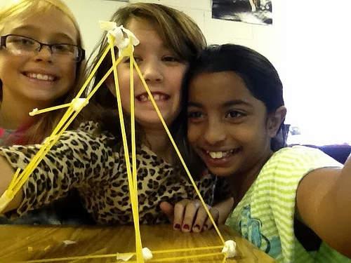 【全文】「塔を建て、チームを作る」:簡単なグループワークが示すチームワークと成果の関係 2番目の画像