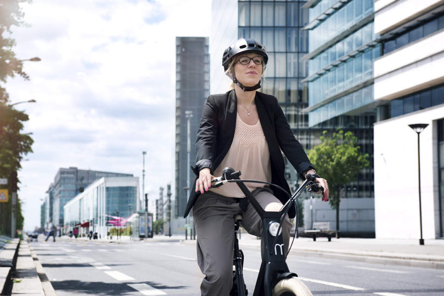 自転車乗りの皆さん!折りたためてカバンにしまえるヘルメット「Plixi」が便利です 2番目の画像