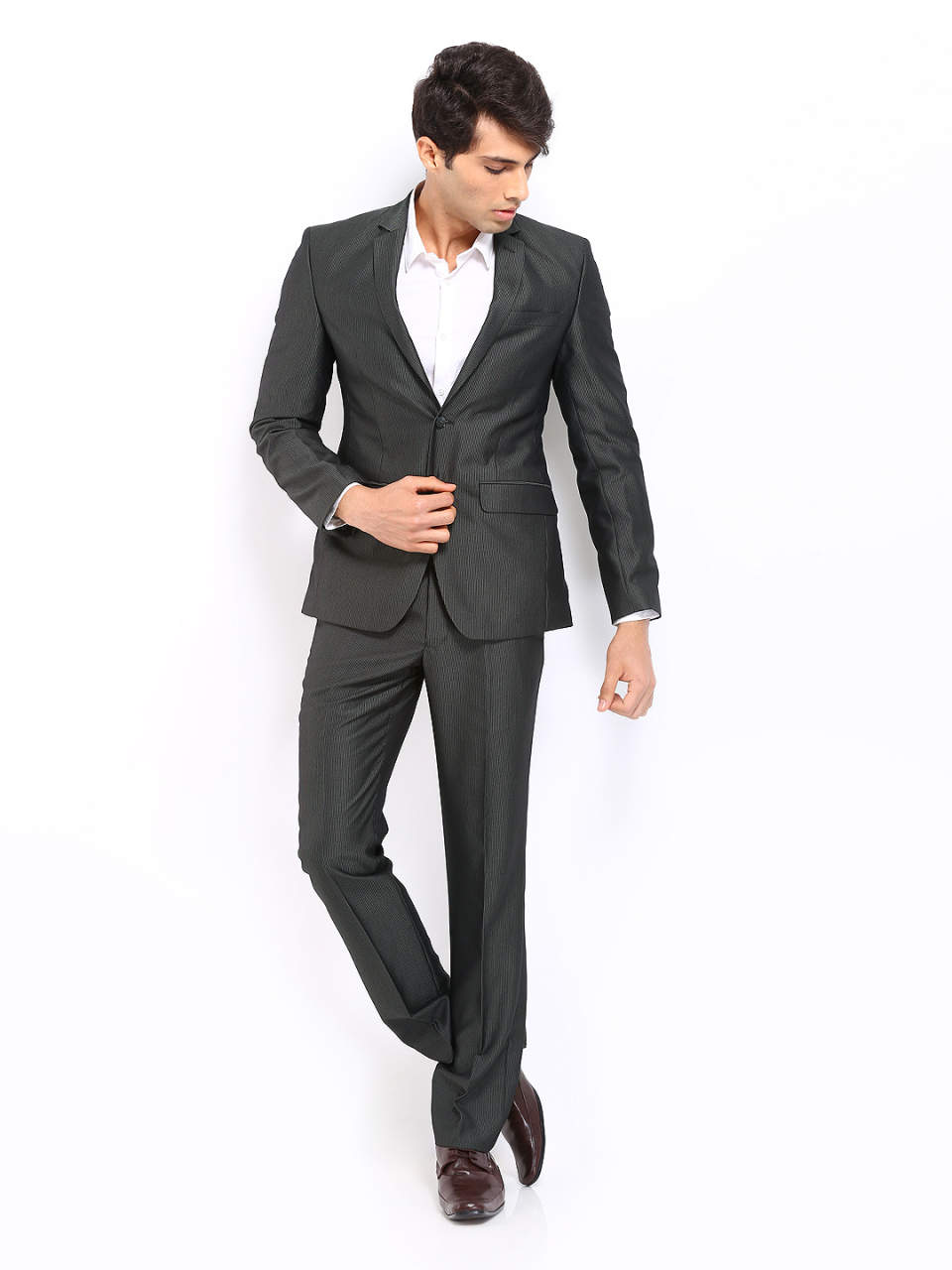 全ての男性ビジネスパーソン必見!知っておくとちょっと得するスーツの着こなし5つのルール 2番目の画像