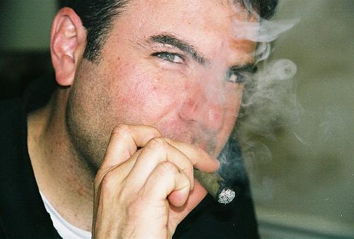 喫煙者は要注意! オフィスでタバコを吸う時に気をつけるべきビジネスマナー 1番目の画像