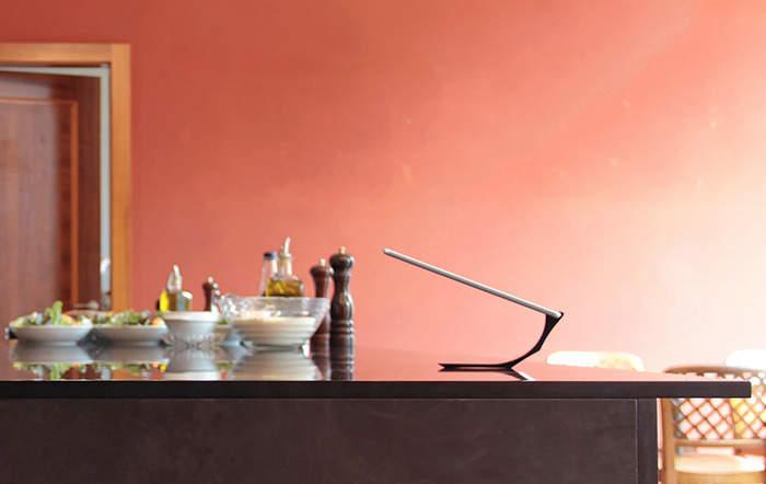 これが最強のiPadスタンドだ!シンプルさをとことん追求した「Yohann」のデザインが美しい 1番目の画像