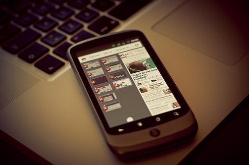 私的な利用はコンプライアンス違反! 会社支給の携帯電話の正しい使い方 1番目の画像
