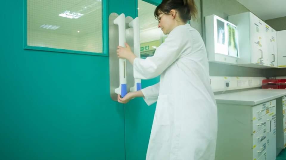 ドアノブからの菌の繁殖を防ぐ!超簡単に取り付け可能なドアノブ専用ガジェット「PullClean」 1番目の画像