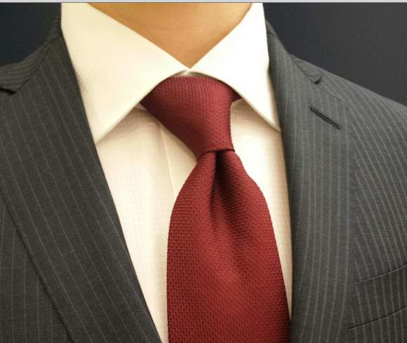 スーツの印象はVゾーンで決まる!スーツをしっかり着こなすVゾーンの3つのポイント 3番目の画像