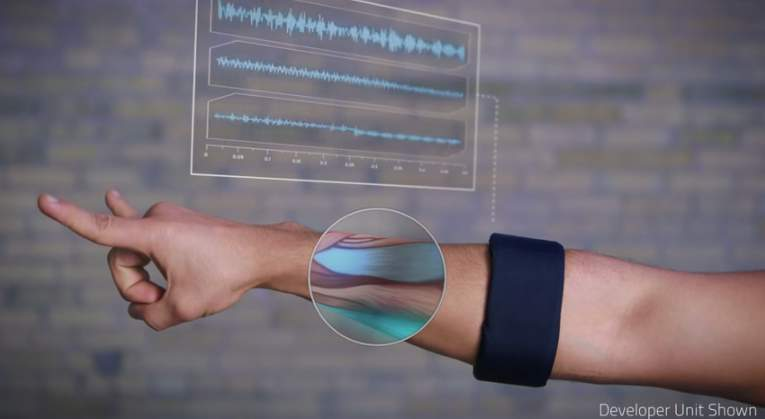 まるでSFの世界みたい!デジタル機器の操作がジェスチャーで行える近未来ガジェット「Myo」 5番目の画像