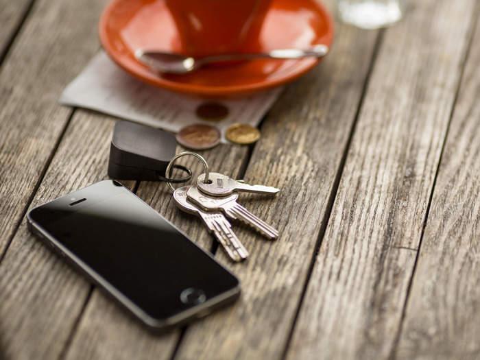 最もかさばらない充電器!大きさ3cmでiPhoneをどこでも充電できる「Oivo」 1番目の画像