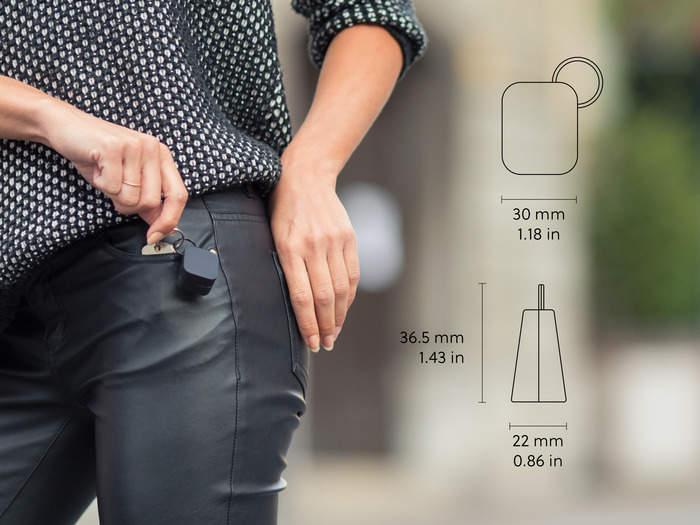 最もかさばらない充電器!大きさ3cmでiPhoneをどこでも充電できる「Oivo」 2番目の画像