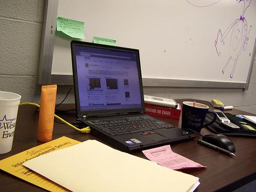 使いやすい環境を整え、仕事の効率とモチベーションをアップさせよう! デスクに溜まった書類の整理術 1番目の画像
