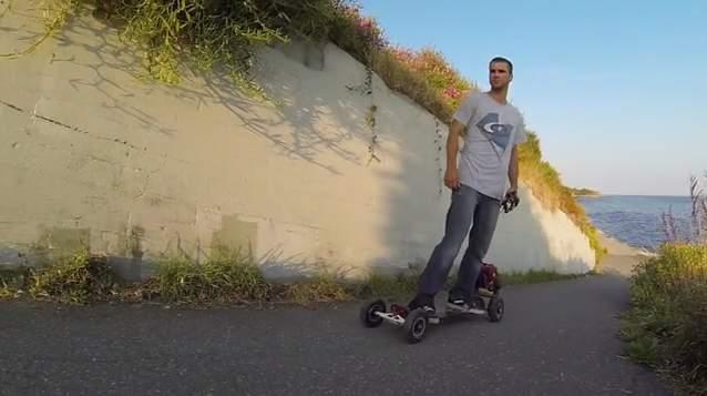 四輪駆動のスケートボード!?最高にぶっ飛んだ電動スケートボードがカナダで登場 1番目の画像