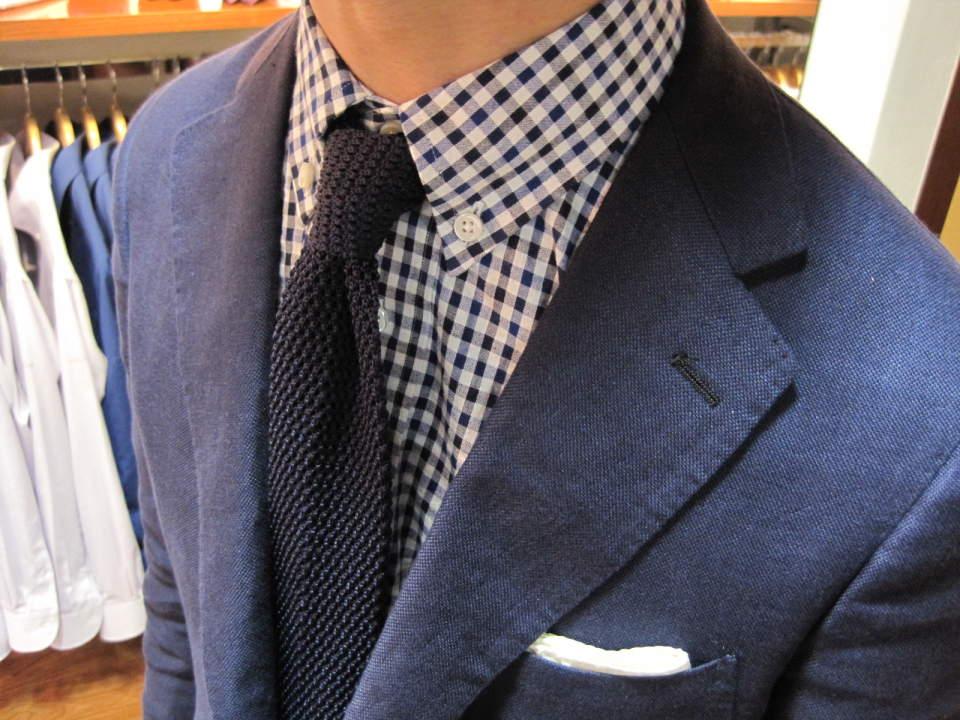 どのシャツに合わせるのがベスト?ビジネスマンなら知っておきたい、ニットタイの着こなしのいろは 1番目の画像