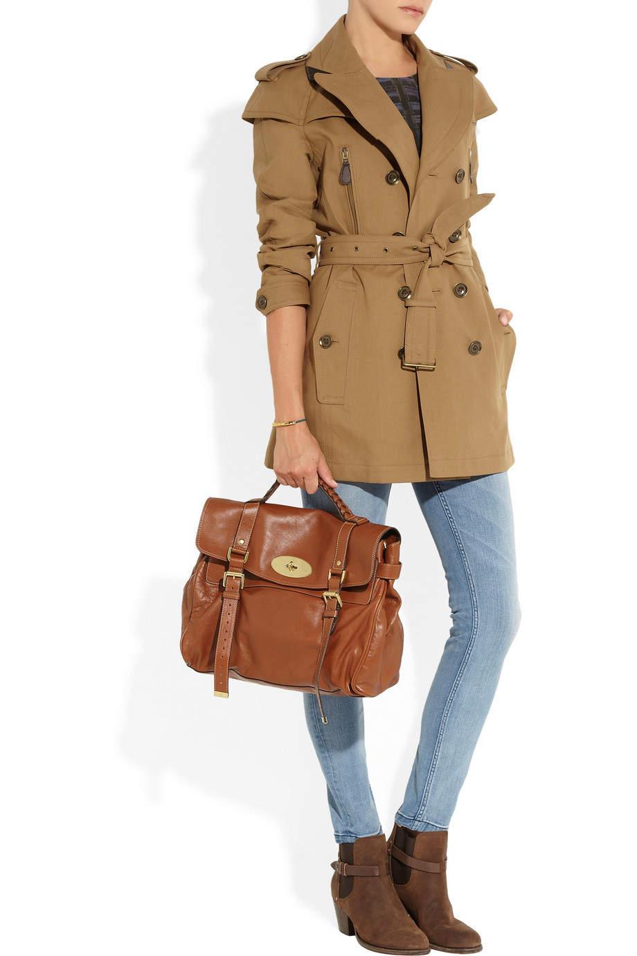 ビジネスウーマン必見!スーツに合わせるコート選び、今年は私服にも使えるトレンチで決まり 4番目の画像
