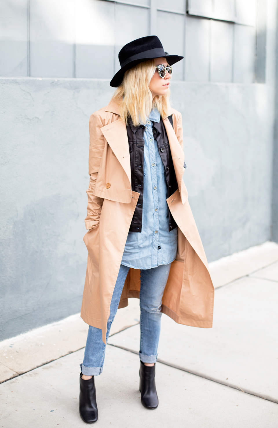 ビジネスウーマン必見!スーツに合わせるコート選び、今年は私服にも使えるトレンチで決まり 2番目の画像