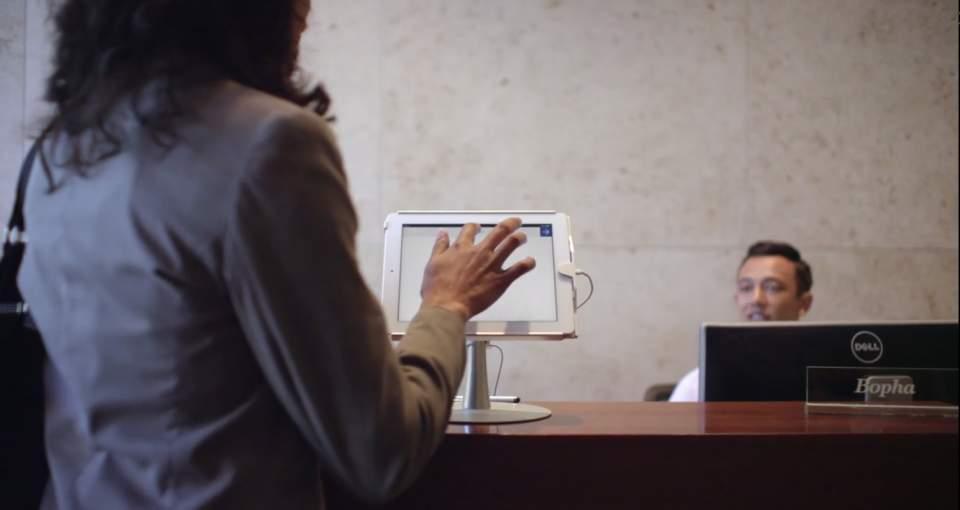 イケてるオフィス感がやばい。タブレットでオフィスの来客対応が完結する「ENVOY」 1番目の画像