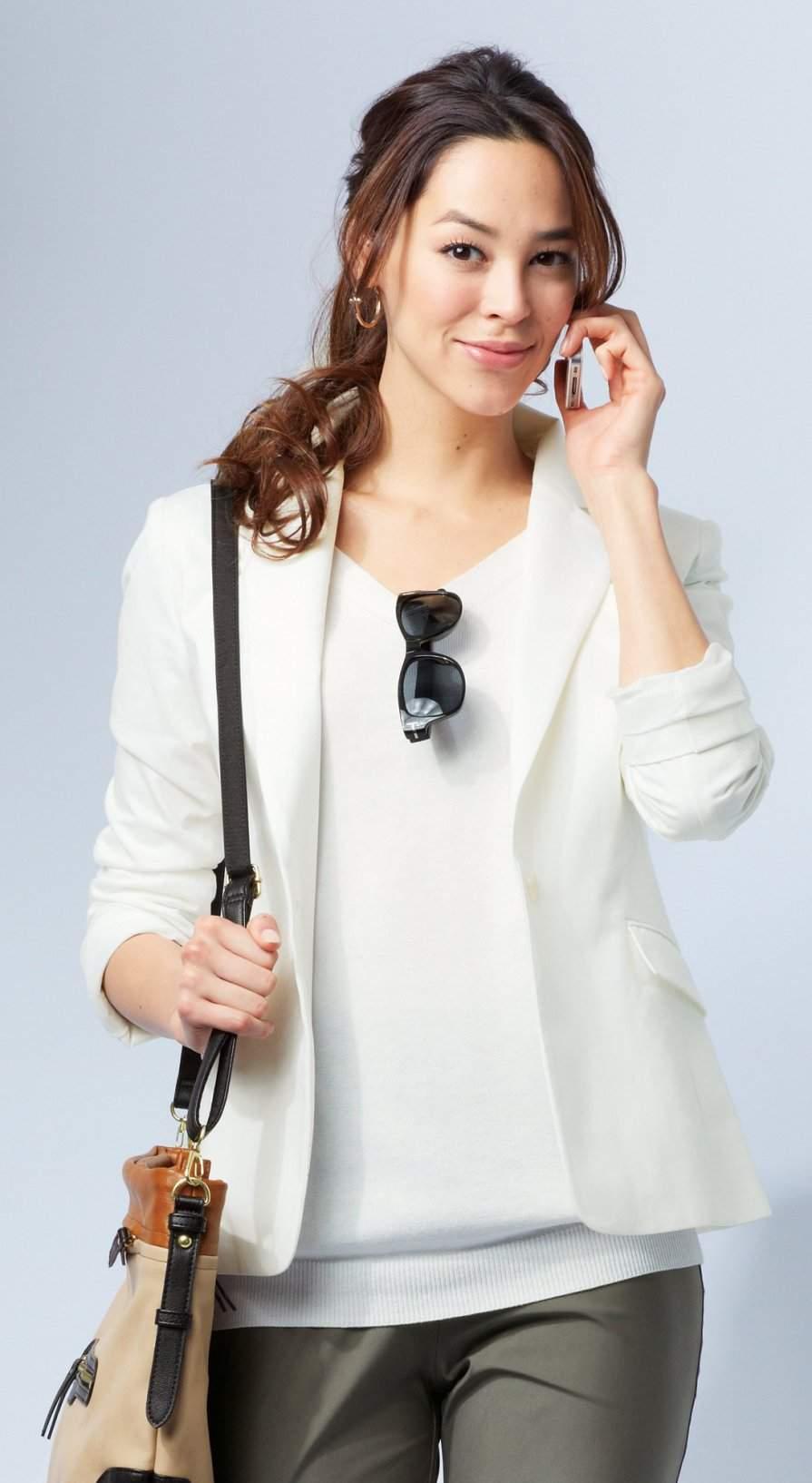 男前アイテムも女らしく着こなしたい!ジャケットをフェミニンに着たい女性のためのコーデ3選 2番目の画像