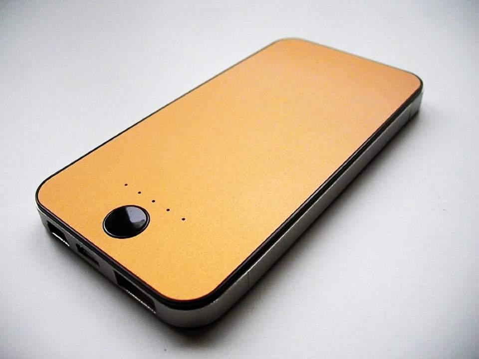 【2014年最新版】薄い・軽量・大容量は当たり前、持ち運びに便利なおすすめモバイルバッテリー4選 3番目の画像