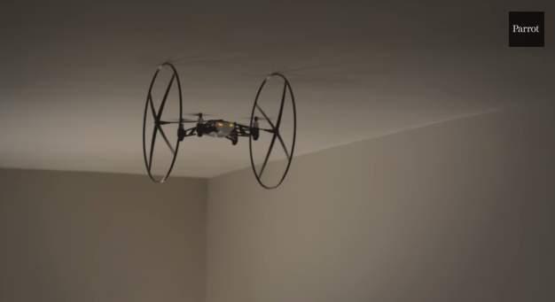 飛ぶ!跳ねる!天井を歩く!?仏Parrot社が開発した超小型ドローンがスゴすぎる! 3番目の画像