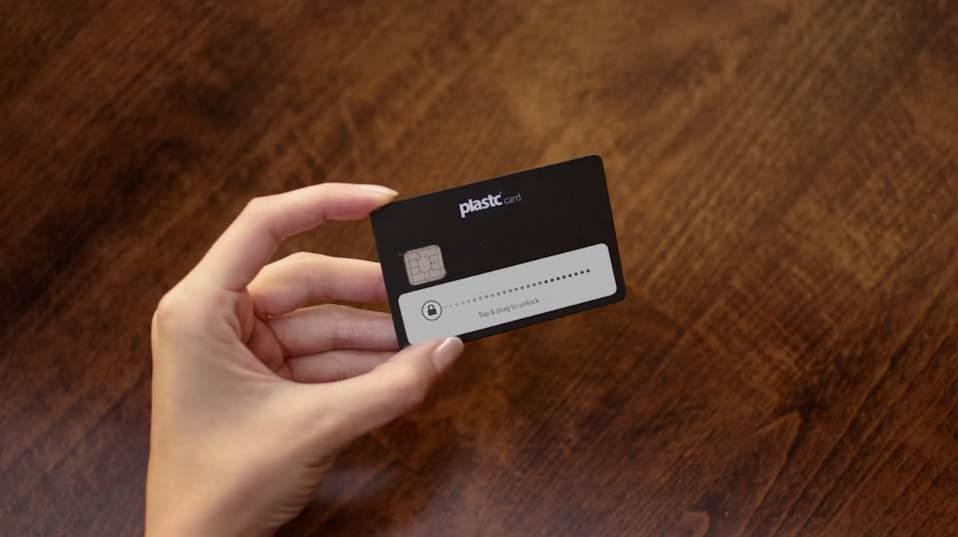 あらゆるカードの情報を集約する電子カード「plastc」があれば財布は要らなくなるかもしれない。 1番目の画像