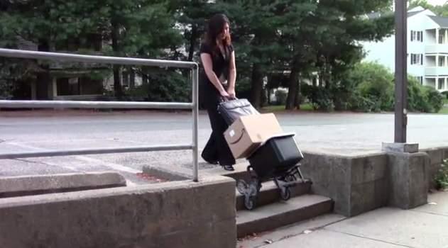 たまにはアナログなアイデアもいいでしょ? 段差も階段も楽々登れるキャリーカート「UpCart」 3番目の画像