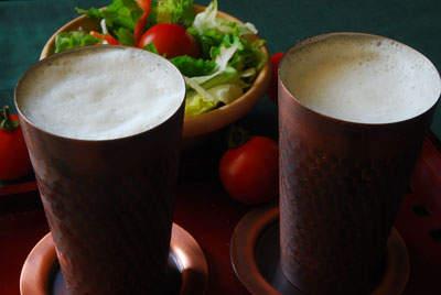 冷たいビールはやっぱり美味い。銅製タンブラーで飲む一杯は思わずあなたも唸る味 1番目の画像