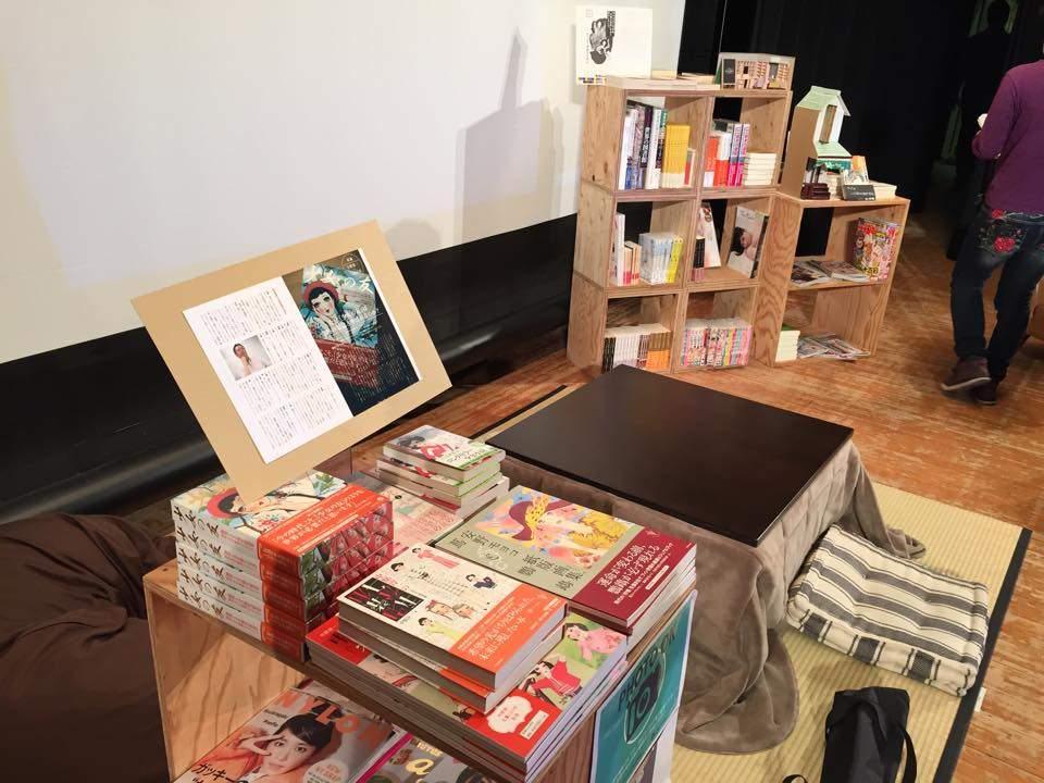 気持ち良すぎて出られない人が続出。こたつを囲んでのんびり読書ができる夢のブックカフェがありました 2番目の画像
