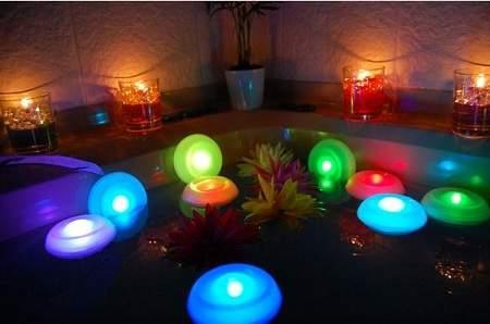 幻想的なお風呂でリラックス。バスライトを使って、たまには長風呂いかがです? 2番目の画像