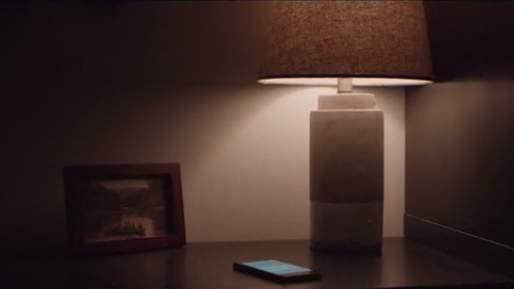 普通のベッドライトを賢い目覚まし時計にする。朝が弱い人を救うプラグ型ガジェット「Lumino」 4番目の画像